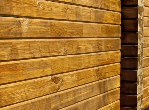 Фото: плотность бруса влияет на прочность стен сруба