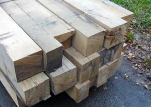 Фото: дубовый брус для строительства