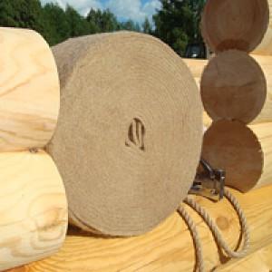 Фото: пакля продается и в лентах для удобства конопатки