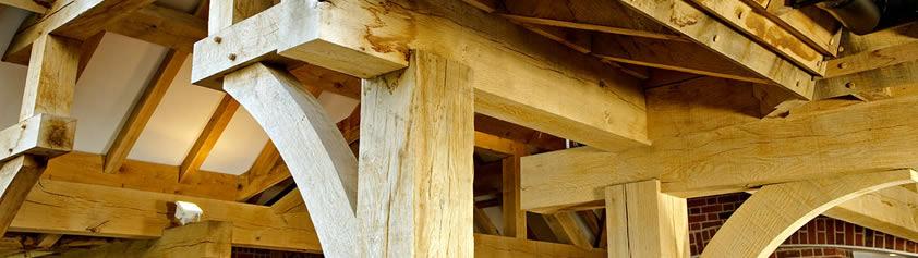 Фото: применение бруса из дуба в строительстве дома