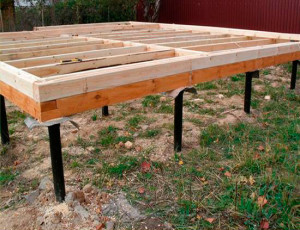 фото: столбовой фундамент для дома из бруса