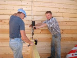 фото: строительная компания строит дом двойной брус