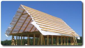 фото: каркас крыши с обрешеткой