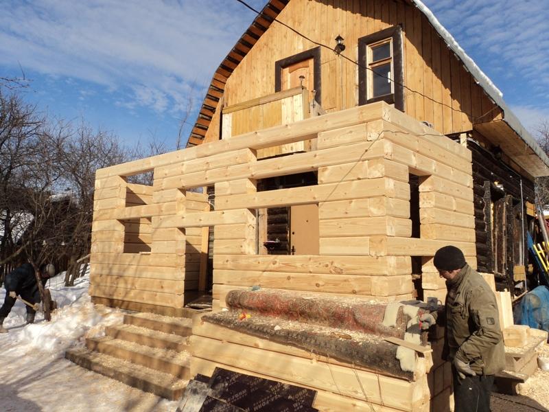 фото: пристрой к деревянному дому