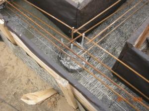 фото: свайный фундамент с ростверкой