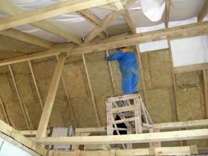 фото: утепление крыши деревянного дома