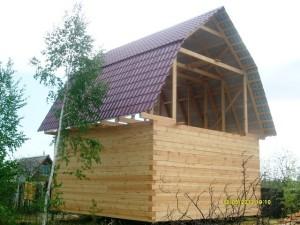 фото: мансардная крыша в деревянном доме