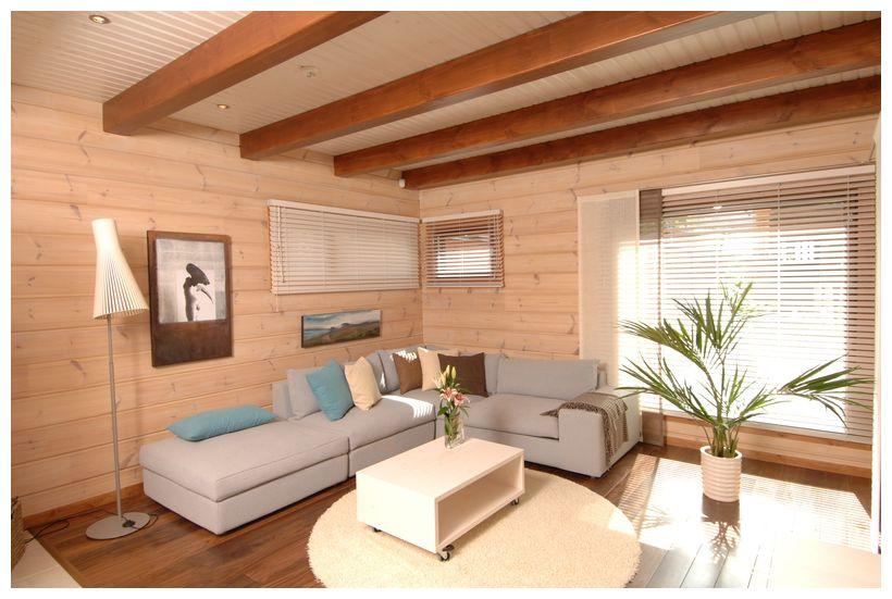 фото: покраска бруса внутри дома