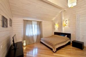 фото: покраска комнаты изнутри из клееного бруса
