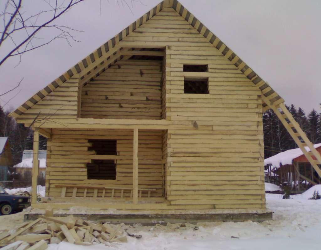 фото: усадка дома из бруса естественной влажности