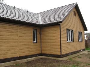 фото: фасад дома обшитый евробрусом металлическим