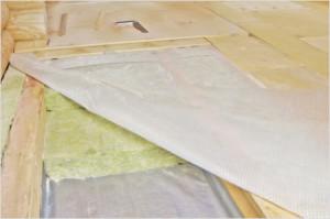 фото: гидроизоляция деревянного пола изоспаном