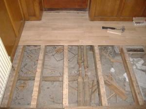 фото: настил деревянного пола на лаги