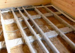 фото: настил деревянного пола по балкам