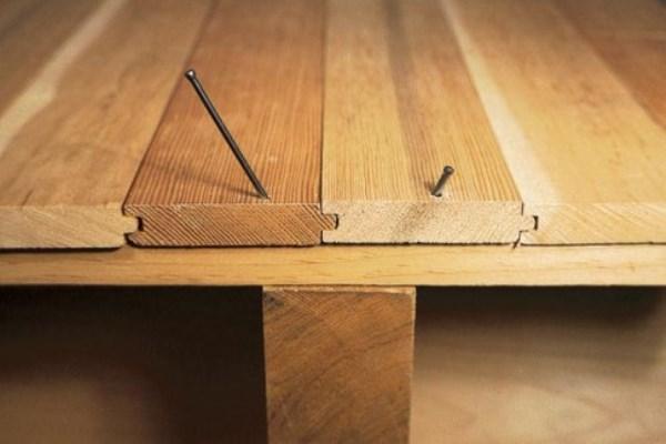 Как стелить линолеум на деревянный пол своими