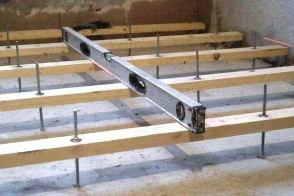 фото: как крепить лаги к бетонному полу