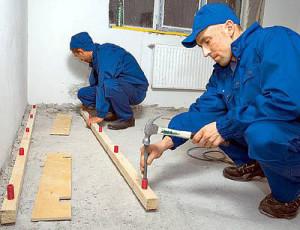 фото: монтаж лаг к бетону