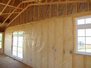 фото: монтаж утеплителя на стены дома внутри