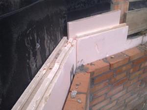 фото: утепление фундамента плиточным материалом