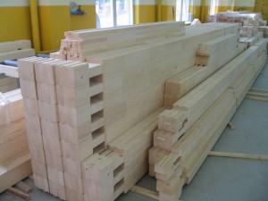 фото: Клееный брус - заготовка для строительства дома