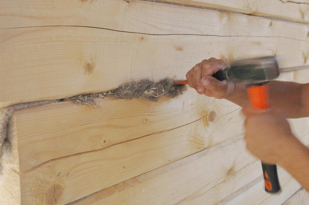 фото: Конопатка стен после усадки