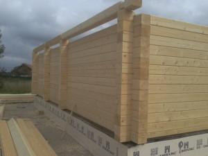 фото: Строительство дома из строганного профилированного бруса